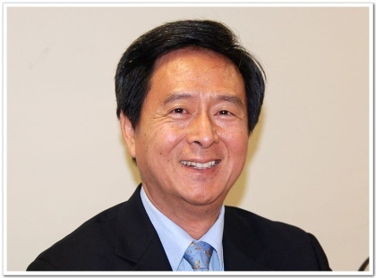 """Prof. Hu, Meng-Ching, the Department of Adult and Continuing Education, was awarded the """"Outstanding Distinguished Professor"""" in the 107 academic year."""